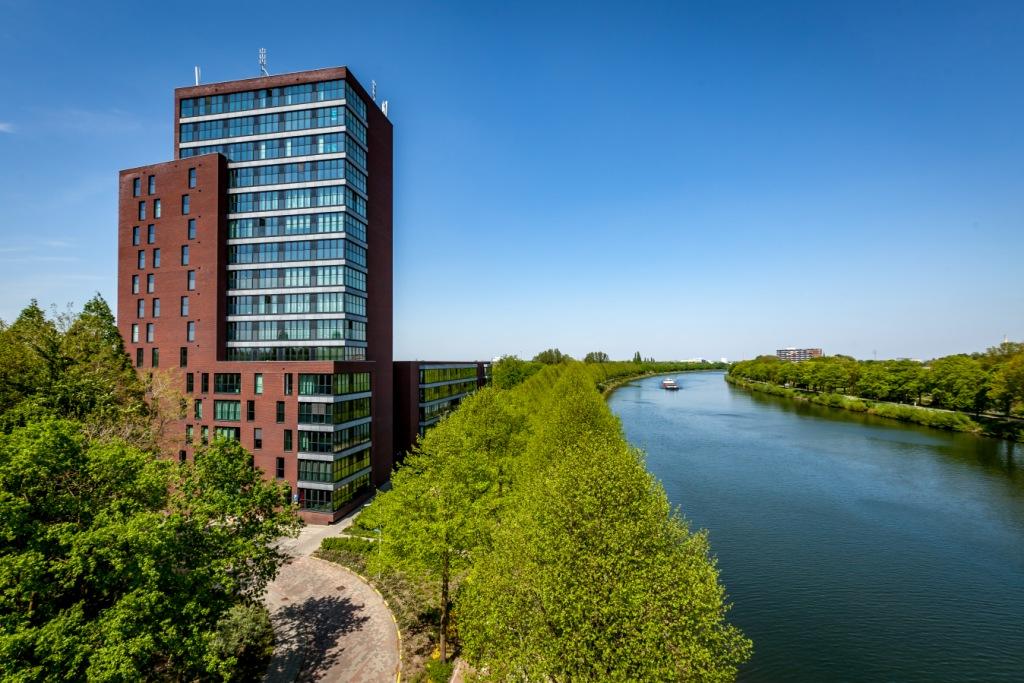 """Standvast Wonen verkoopt 18 appartementen en 26 parkeerplaatsen gesitueerd in het complex """"de Aak"""" te Nijmegen De Aak in Nijmegen aan particuliere belegger"""